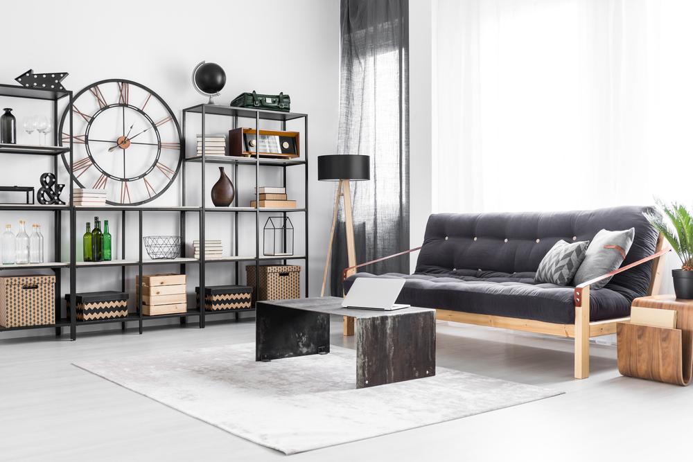 Donner vie à son salon avec une chaise industrielle